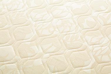 芯材<エリオセルハード®>のしっかりとした寝心地を損なうことのないよう、しっかりとした肌触りのジャカードキルト生地を採用しています。