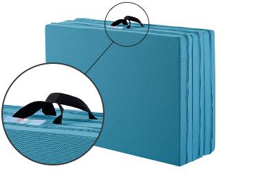 キャリーハンドルが付いているので、折りたたんだ際の持ち運びにも便利です。