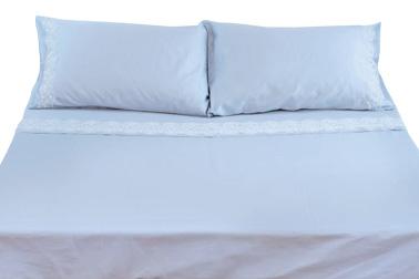パッケージ内には、ベッドカバー1枚とベッドシーツ1枚、さらにピローケース(シングル1枚/ダブル2枚)がセットになっています。